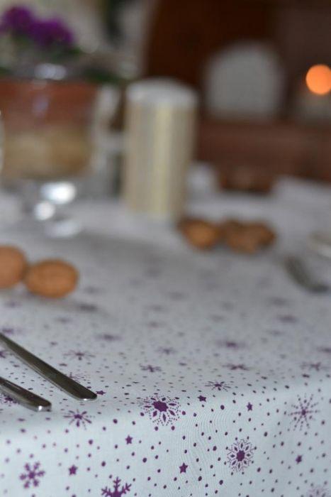Obrus w fioletowe gwiazdki 140x100cm