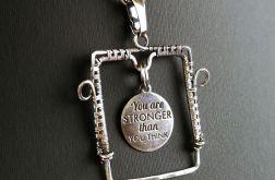 Srebrny wisiorek Jesteś silniejszy niż...