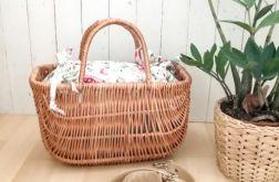 Torebka,koszyk,kuferek z wikliny w kwiaty.