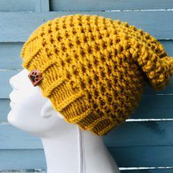 musztardowa czapka typu beanie