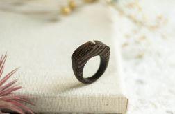 Pierścionek z drewna wenge ze srebrzystym obsydianem