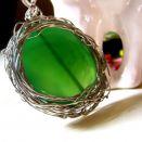 Piękny wisior - zielony agat w aureoli, metaloplastyka