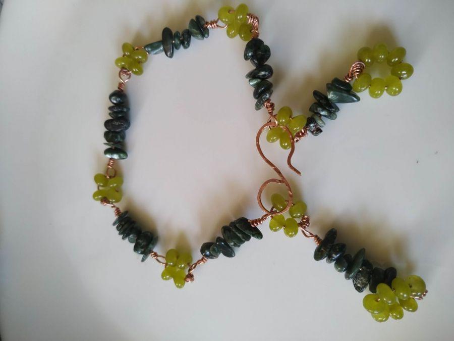 Bransoletka z serafinitu i peridotu ,miedź - Naturalny serafinit i peridot