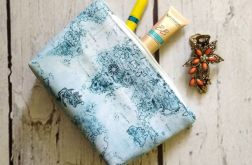 Kosmetyczka z niebieską mapą