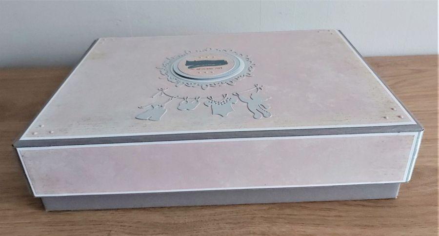 Album pudełkowy - Dziewczynka w pudrowym różu