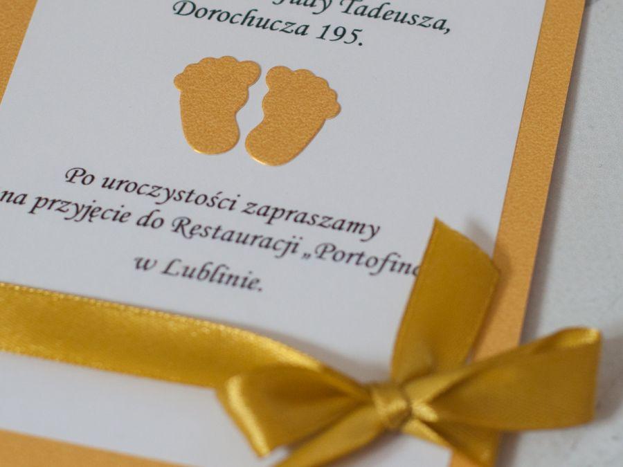 Zaproszenia na chrzest złote stópki