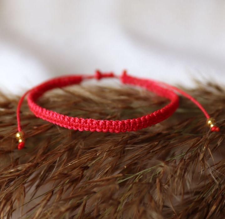Czerwona bransoletka Relva - Czerowna bransoletka ze sznureczków
