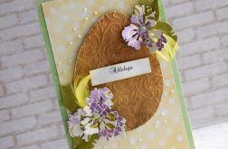 Jajko w piórkach i kwiatach