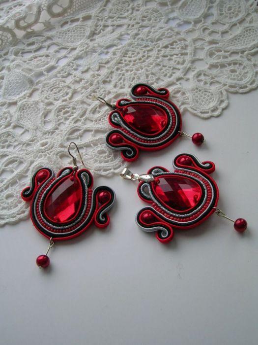Rubinowy komplet biżuterii sutasz