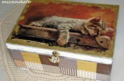 Kuferek z wkładką kociak