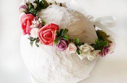 Wianek ze sztucznych kwiatów Karor