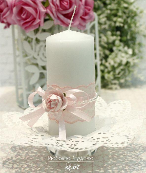 Świeca ozdobna z papierową różą -