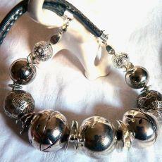 Srebrny i okazały, oryginalny naszyjnik