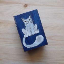 Pudełko malowane małe - Kotek w granatowym