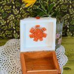 Pudełko drewniane z rudzikiem