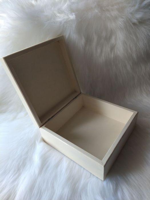 szkatułka - pamiątka Pierwszej Komunii Św. z różańcem - wnętrze