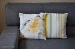 Poszewka dekoracyjna - żółto-szare kwiaty i paski