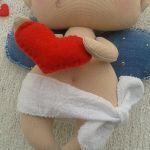 AMOREK, CHERUBINEK, ANIOŁEK lalka - dekoracja tekstylna, OOAK - filcowe serduszko