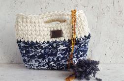 Mała biało-granatowa torebka