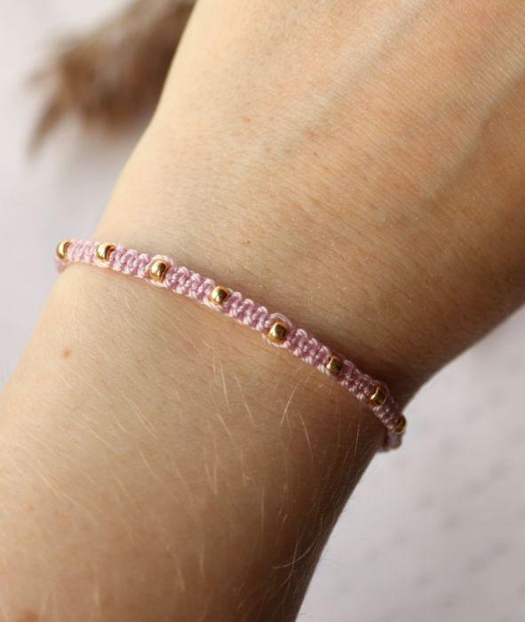 Różowa bransoletka złote dodatki i akcesoria - bransoletka na nadgarstek