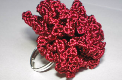 pierścionek-goździk bordo