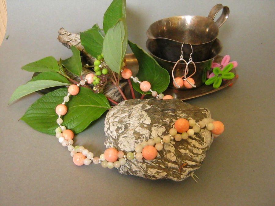Łososiowy koral dla subtelnej blondynki:)