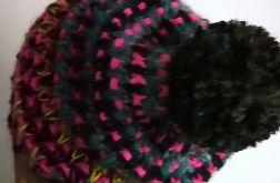 czapka mozaika z pomponem