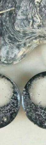 Kolczyki z żywicy z fragmentami muszli