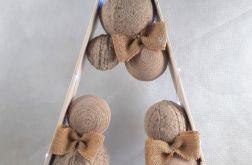 Drewniana choinka w wełnie i sznurku LED