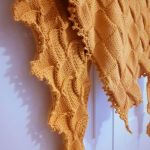 Chusta w kolorze musztardowym - Chusta wykonana na drutach