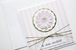 Kartka W DNIU URODZIN z różowym kwiatkiem