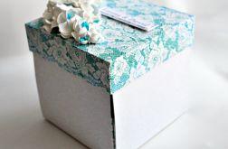 Błekitne pudełko z tortem