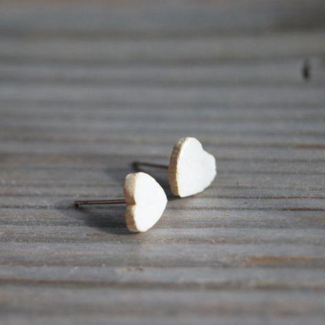 Kolczyki ceramiczne serduszka białe perłowe