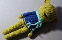 Żółty MIŚ w sweterku Maskotka Szydełkowa