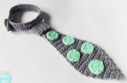 Krawat w miętowe kropki