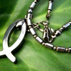 Naszyjnik z symbolem. Hematyt dla mężczyzny