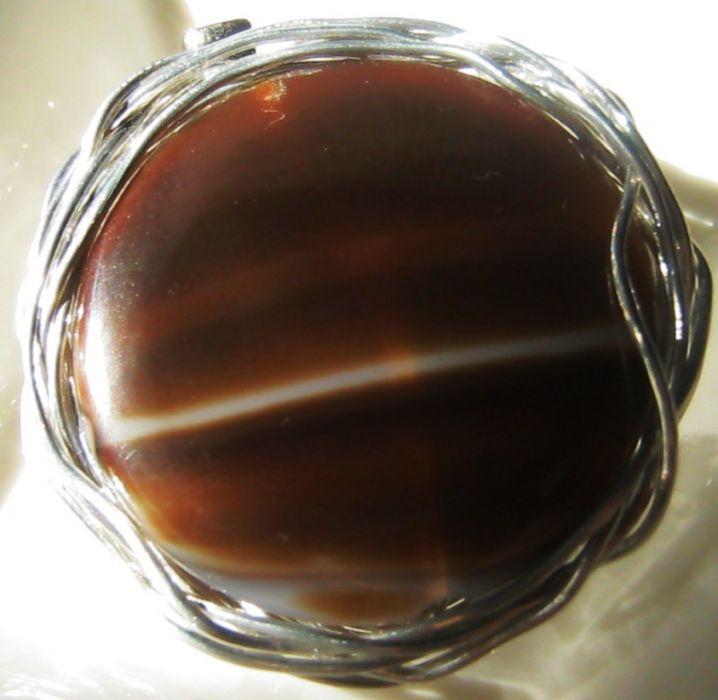 Duża broszka z brązowym agatem