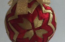 Bombka ze  złoto - czerwonej wstążki