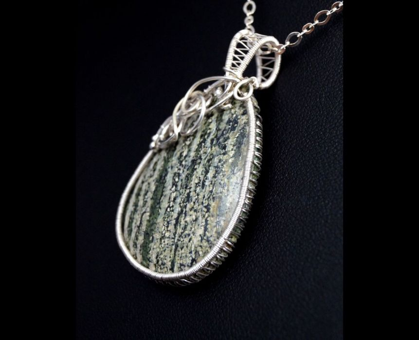 Srebrny wisior z serpentynitem zieleń