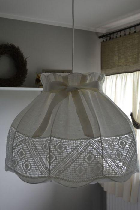 Lampa wisząca z abażurem ecru z koronką