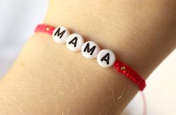 Czerwona bransoletka z napisem mama