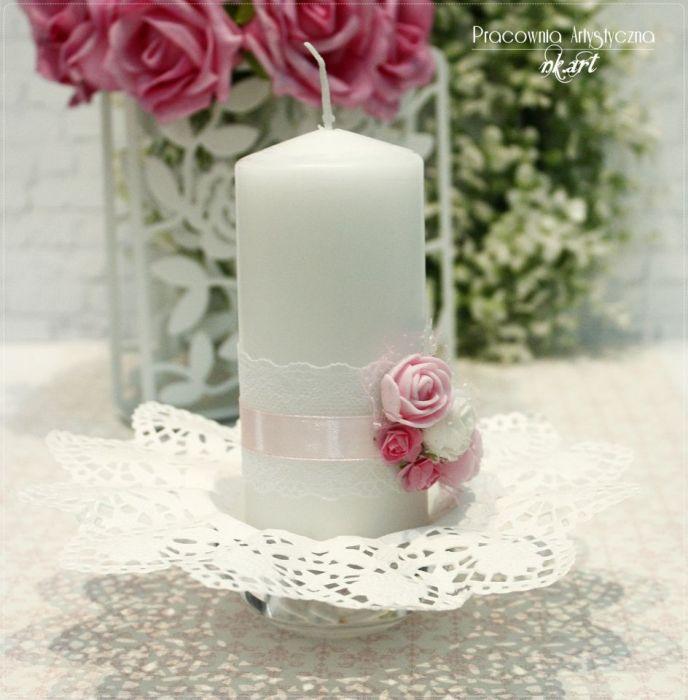 Świeca dekoracyjna z różami -