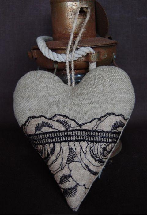 Lniane serce z koronką