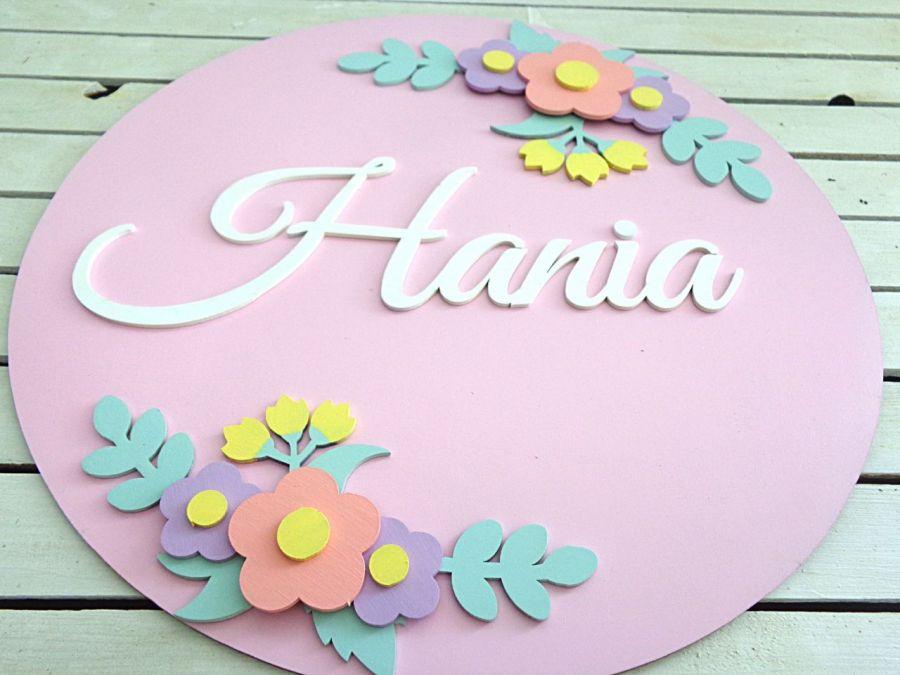 Literki imię dziecka w kole z kwiatami