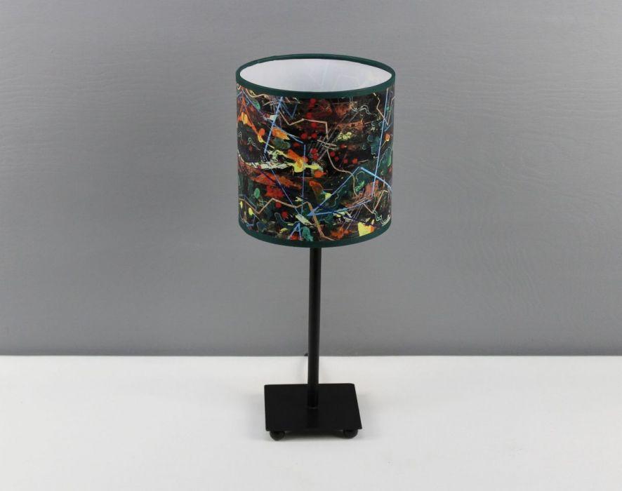 """Lampa nocna stojąca z obrazu """"gEOLOGIKA"""" S - Zarówno abażur jak i podstawę można przecierać lekko wilgotną lub suchą ściereczką."""
