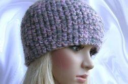 Różowo-szara, zgrabna, ciepła czapeczka