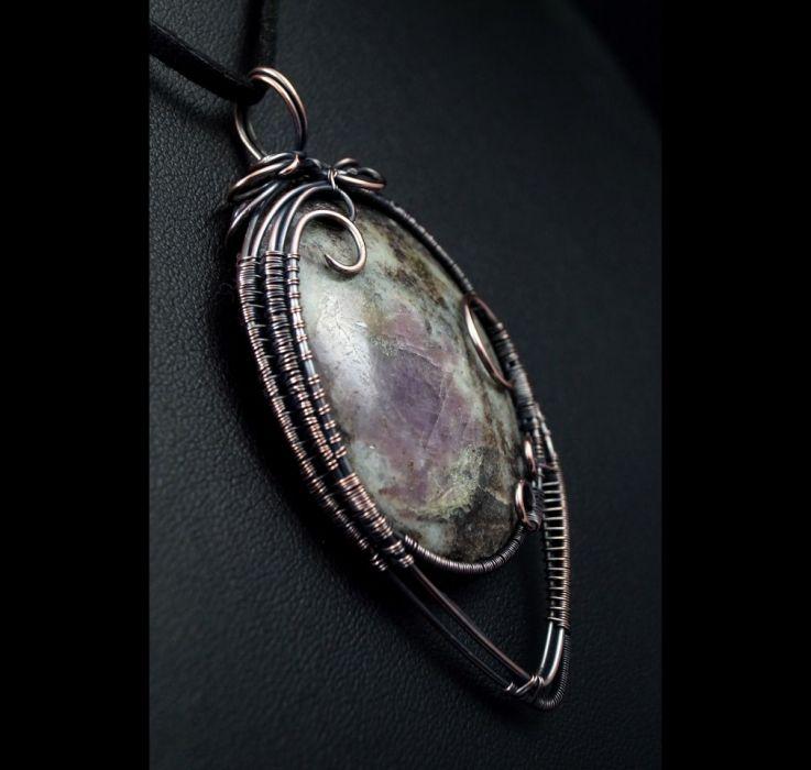 Lepidolit, miedziany wisior z lepidolitem. - Lepidolit, Miedziany wisior z lepidolitem, ręcznie wykonany, prezent dla niej, dla mamy, prezent dla kobiety, ręcznbie robiona biżuteria