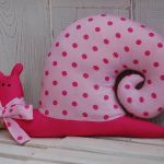 Fuksjowo-różowy ślimak tildowy