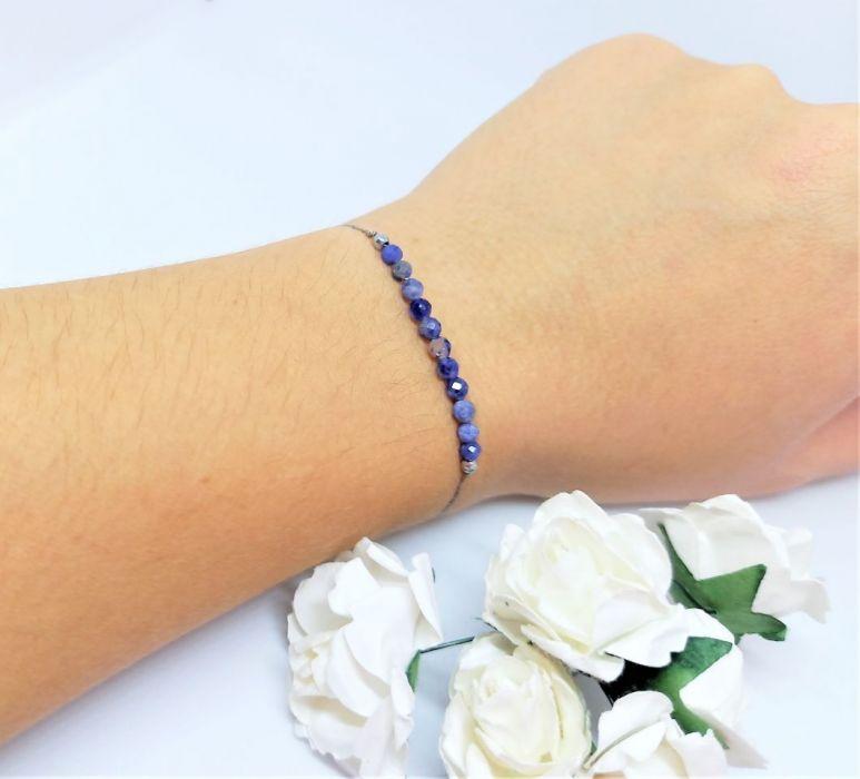 Bransoletka mocy Blue na nitce jedwabnej - Bransoletka handmade rękodzieło na nitce niebieska sodalit