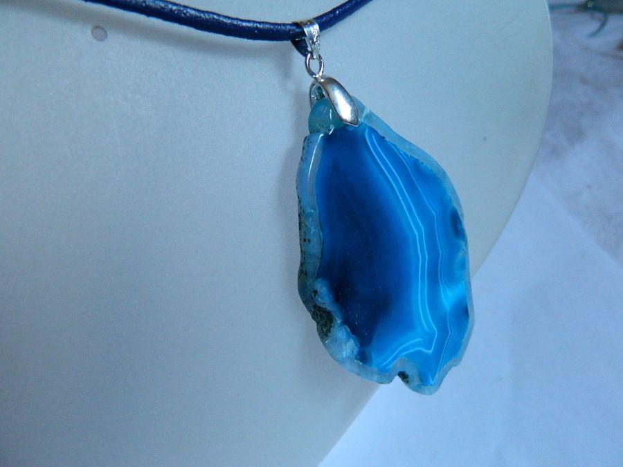 Nieregularny plaster agatu, niebieski, wisior